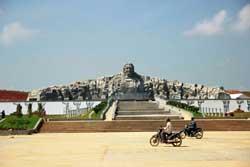 Tượng đài Mẹ Thứ Quảng Nam